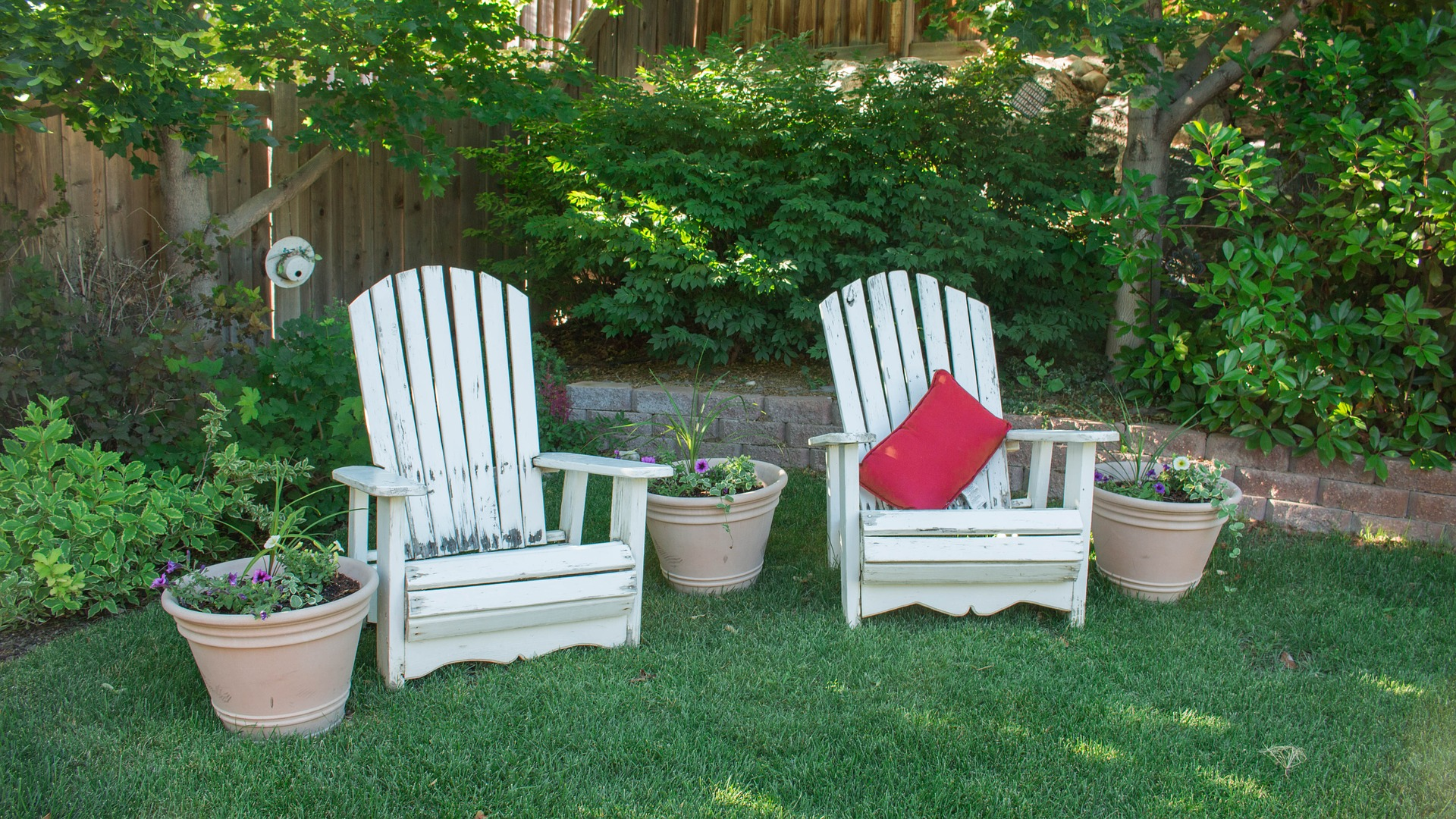 Inexpensive Updates to Your Backyard for the Spring/Summer